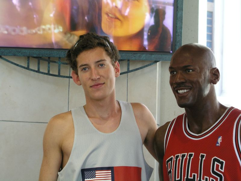 Philipp mit Basketballstar Jordan